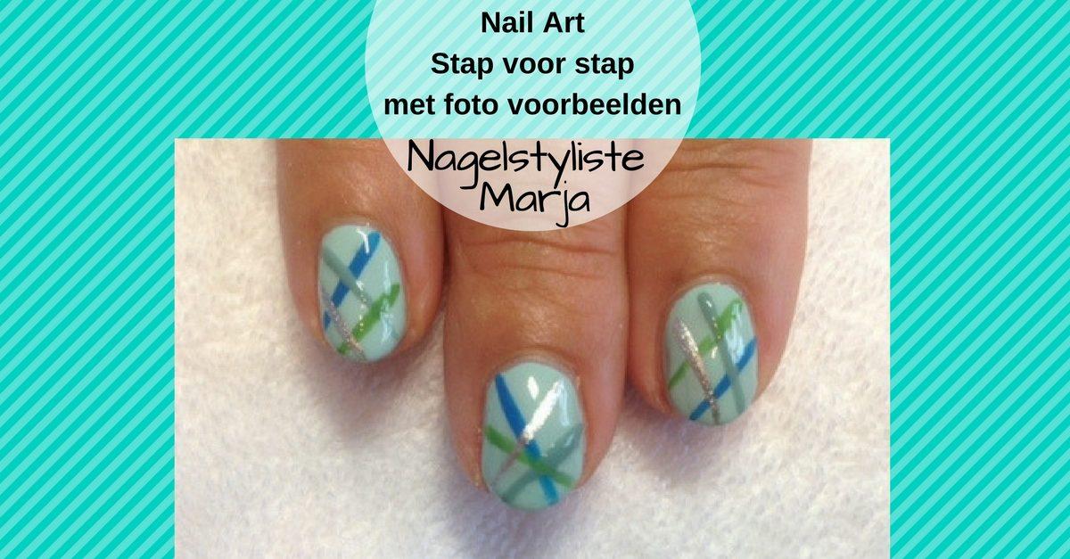 Zelf Nail Art zetten met foto voorbeelden #1. 3 vingers met streep Nail Art