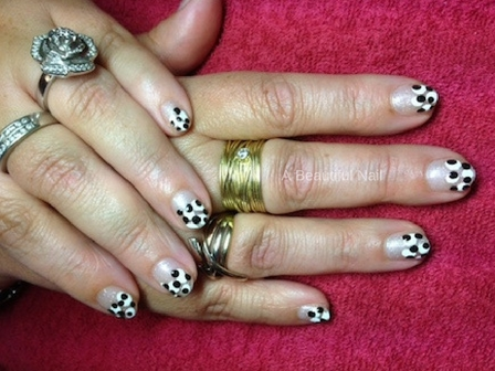 Zelf nail Art zetten met foto voorbeelden #3 wit zwarte stip
