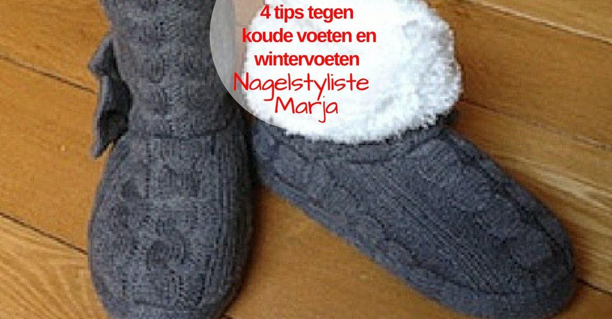4 tips tegen koude voeten en wintervoeten. Zwarte sloffen met bont