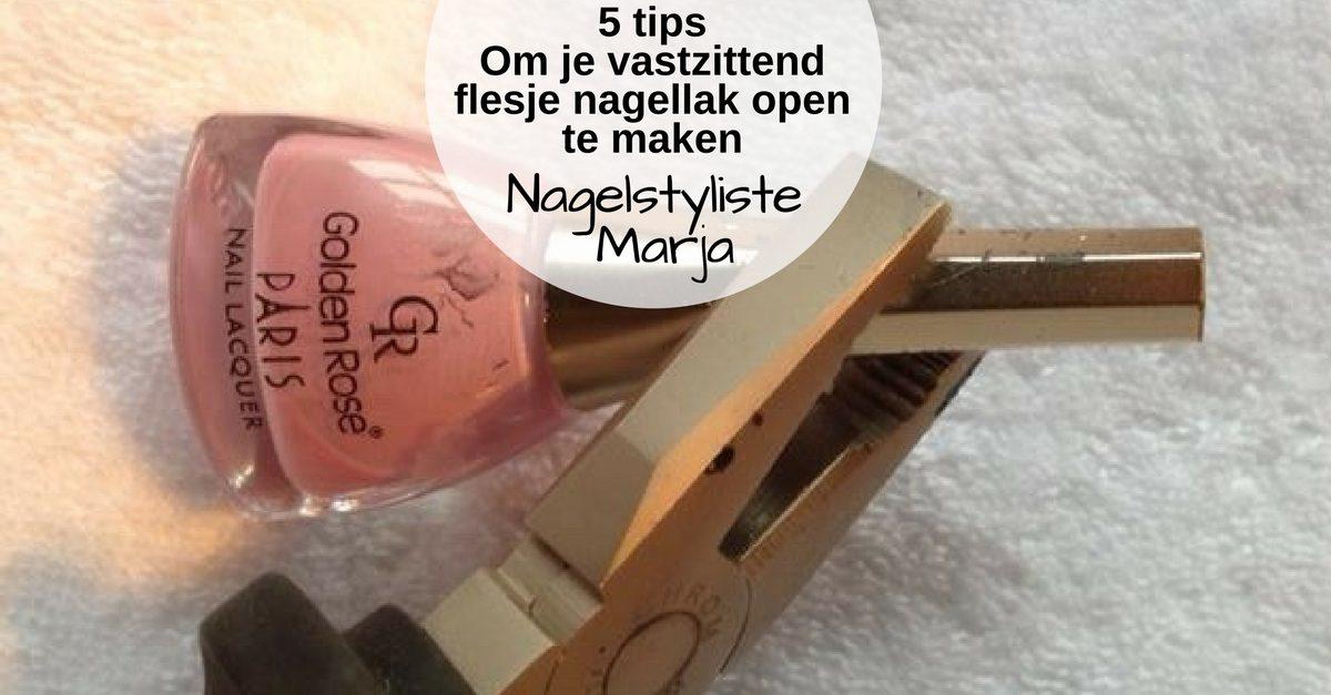 5 tips om een vastzittend flesje nagellak open te maken. Flesje nagellak met tang om deze te openen