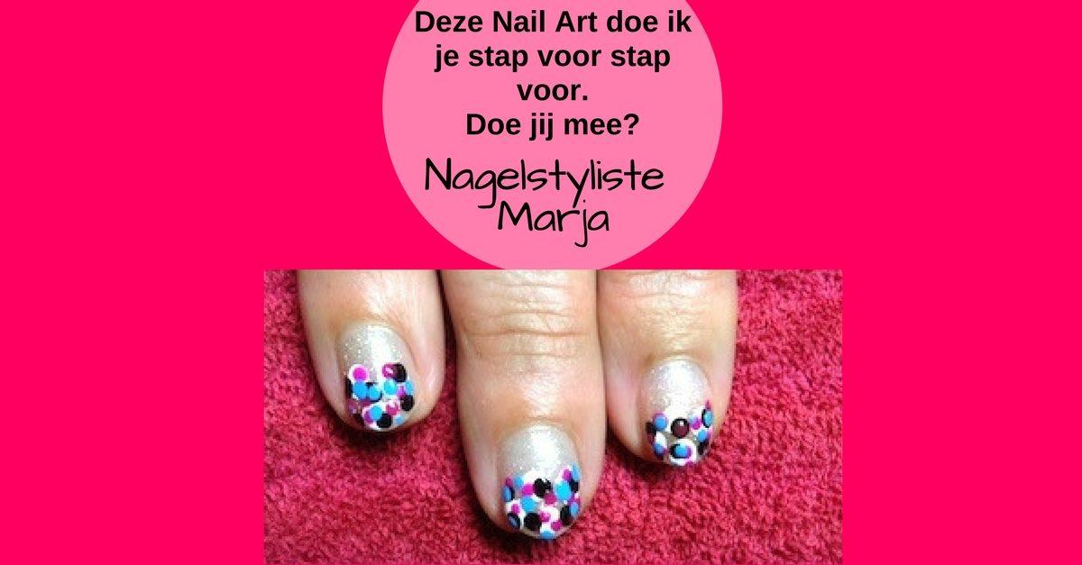 Zelf Nail Art zetten met foto voorbeelden #3. 3 vingers met stippen Nail Art