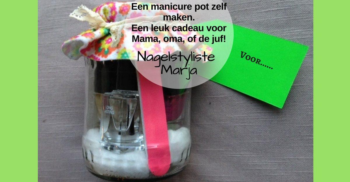 Zelf maken: originele cadeautips voor elke gelegenheid (2). Pot van glas met nagellak en vijl.