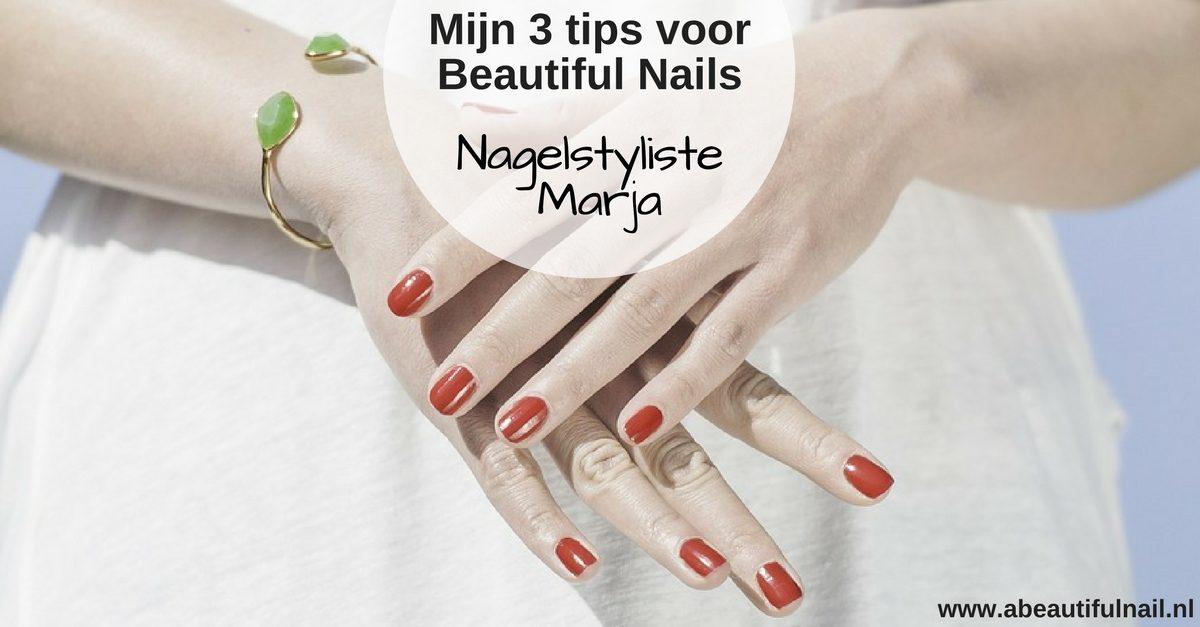 3 tips voor Beautiful Nails. getekende hand met mooie lange sterke nagels