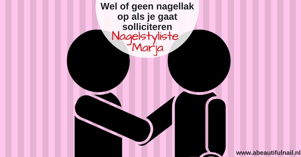 Wel of geen nagellak op als je gaat solliciteren? twee personen die elkaar een hand geven