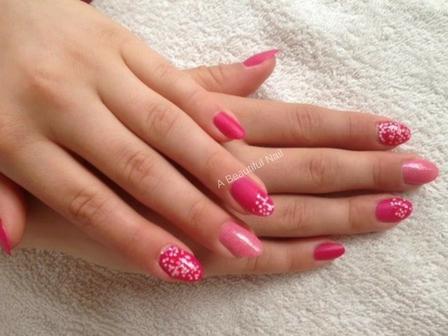 Zonnige nagels-Stap voor stap doe ik het voor . Glitter op de wijs vinger en op de ringvinger