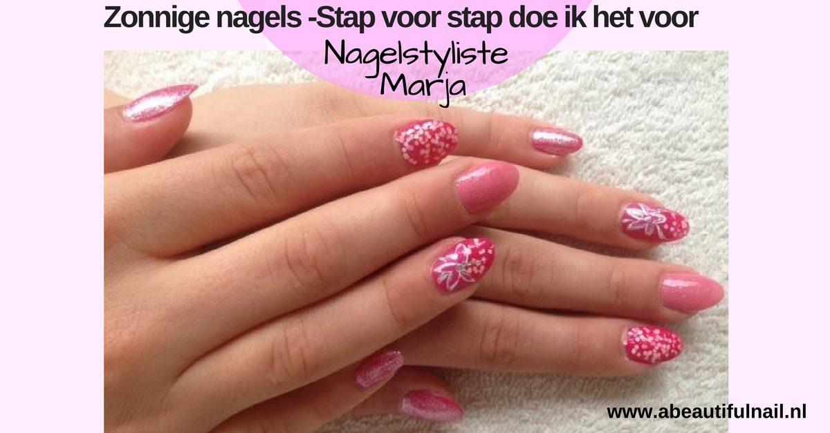 Zonnige nagels -Stap voor stap doe ik het voor. Twee handen met roze lak met glitters en een Bloem op de ring vinger
